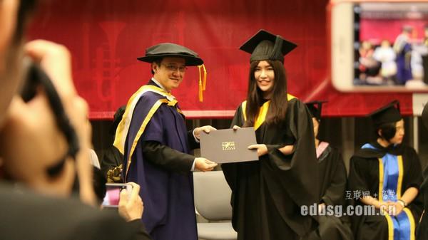 新加坡澳亞學院