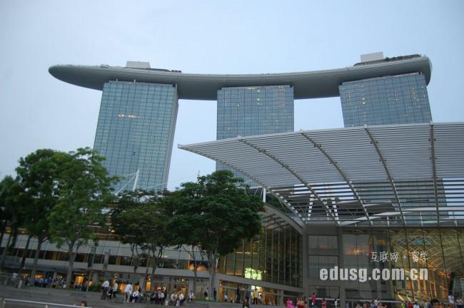 去新加坡上研究生就业前景