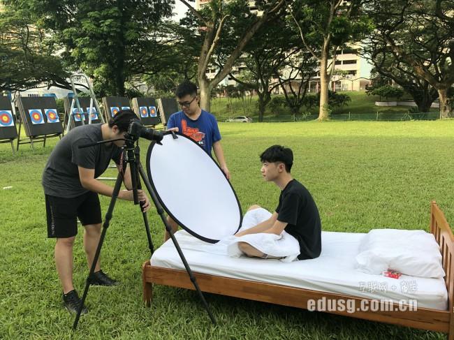 高三毕业怎么申请去新加坡读本科