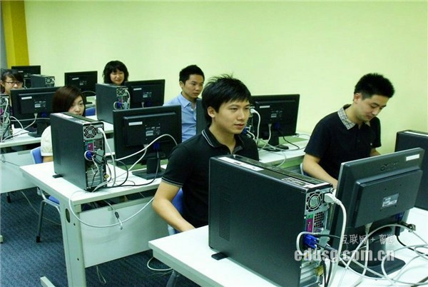 申请新加坡私立大学的本科需要准备哪些材料