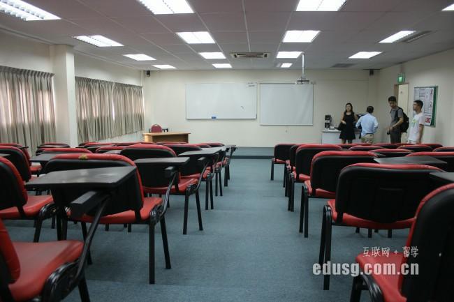 大学生留学新加坡