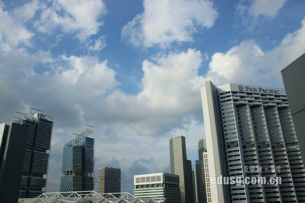 去新加坡上小学