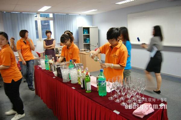 新加坡初级学院