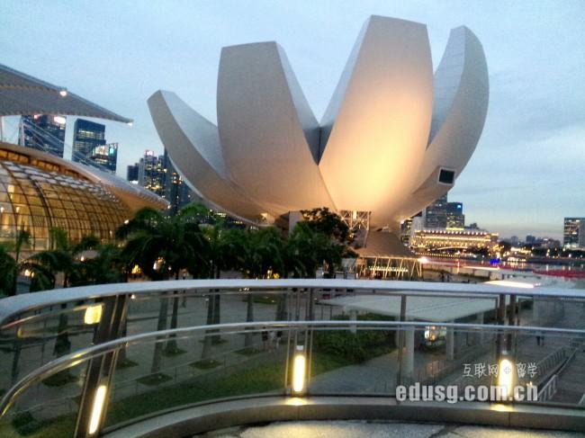 新加坡思德福学院好吗