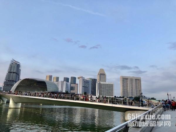 高二年级学生到新加坡留学