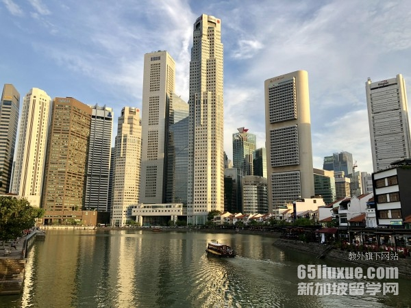 在新加坡上中学一年得多少钱
