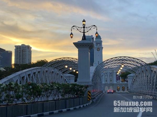 国际高中怎么考新加坡的大学