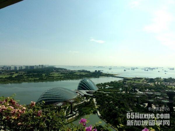 初中毕业后到新加坡留学